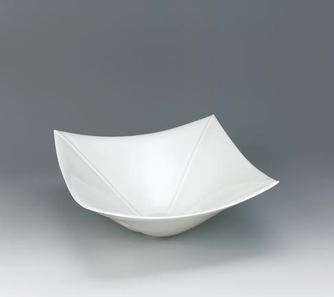 写真:牙白瓷角線彫大鉢