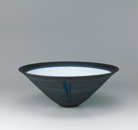 写真:藁灰釉掛分鉢