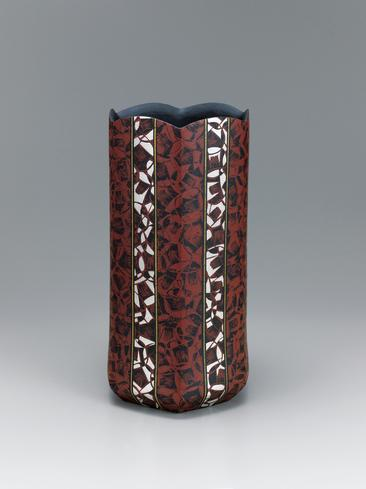 写真:椿紋六稜壺
