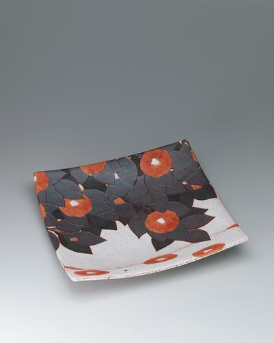写真:椿図角鉢
