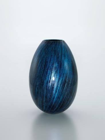 写真:Bowl with underglaze platinum decoration.