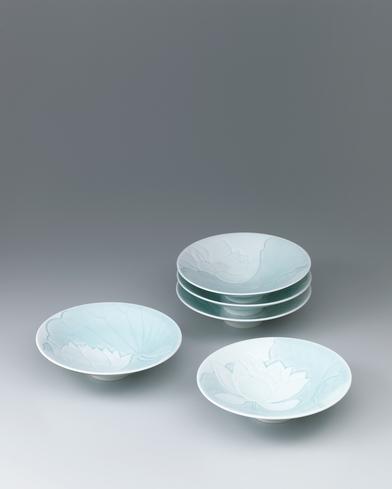 彫花白蓮図組鉢