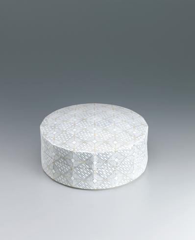 写真:剪紙繋型小紋面取陶筥