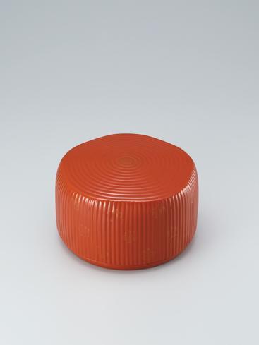 """写真:Circular box of jōtai (body made of rope) with red tamenuri. """"Early spring song"""""""