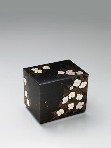 割貝蒔絵飾箱「白山吹」