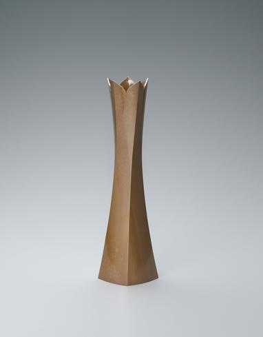 写真:黄銅花器「五稜華」