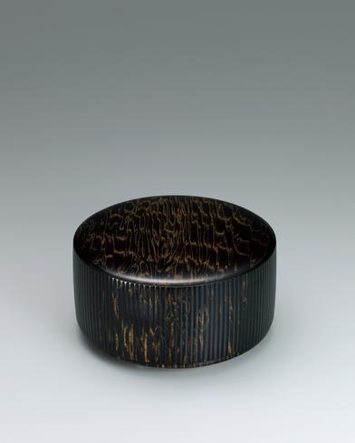 写真:栃拭漆食籠