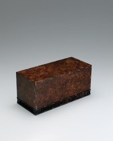 写真:花梨丸文螺鈿飾箱
