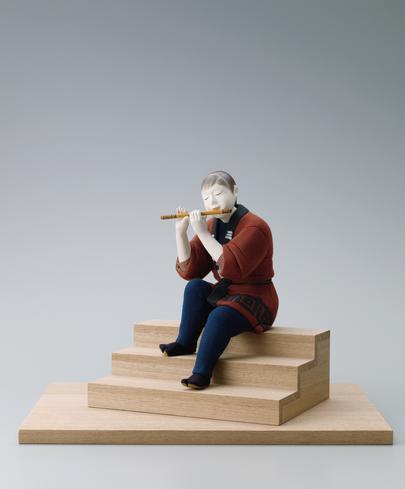 写真:木彫木目込「出を待つ」