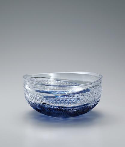 写真:硝子切子鉢「水韻」