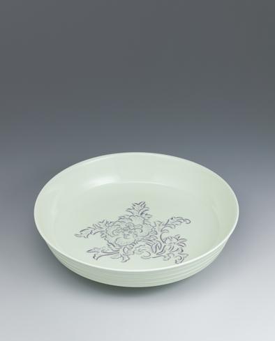 写真:黄釉紫牡丹彫文鉢