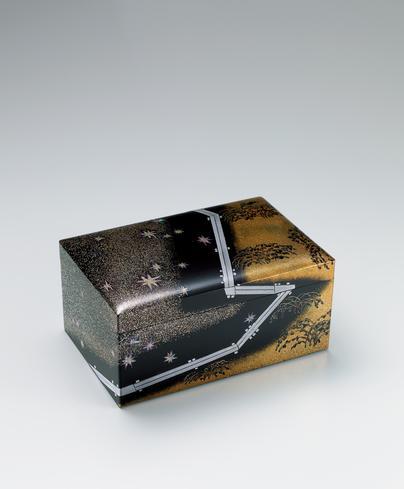 写真:蒔絵箱「星彩木道」