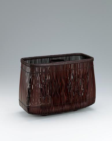 写真:柾割曲線摺漆花籃「氣韻」