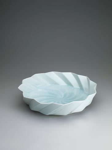 写真:青白磁渦文輪花鉢