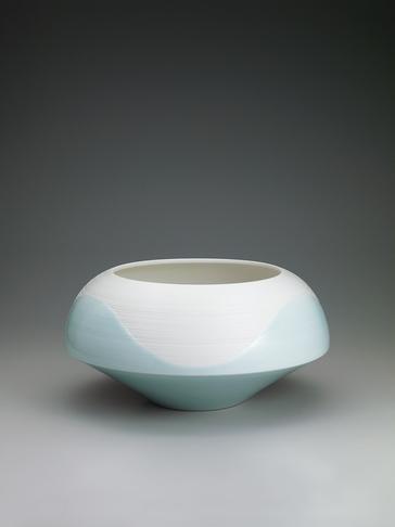 写真:青白磁釉彩線文鉢
