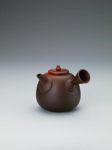 写真:炭化窯変茶注