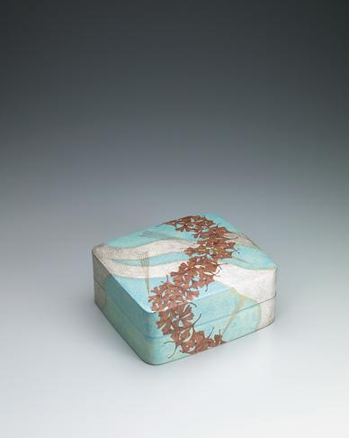 写真:四角陶筥「漂泊」