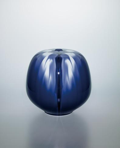 写真:彩釉壺「藍華菱」