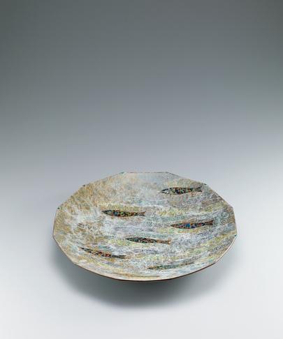 写真:釉刻色絵金銀彩八角皿
