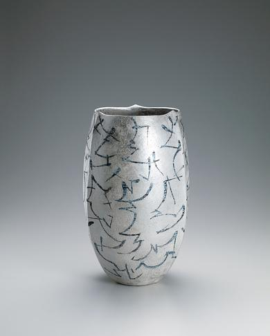 写真:黒釉銀彩花器