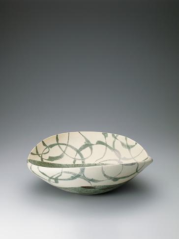 写真:彩泥紙抜蓮環文鉢