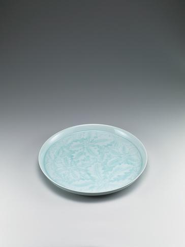 写真:青白磁槲文大皿