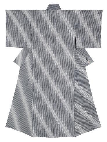 写真:江戸小紋着物「斜め竹に鮫」