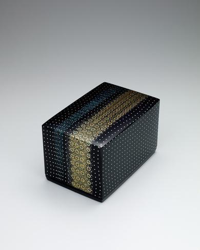 写真:切金螺鈿箱「花の虹」