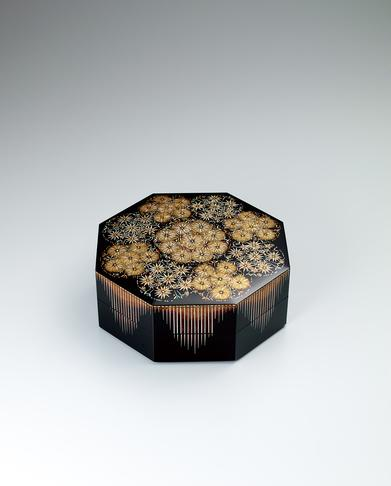 写真:蒔絵八角箱「花紋」