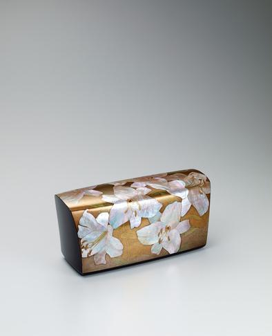 乾漆割貝蒔絵百合花文飾箱