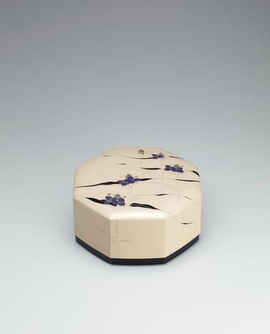 写真:乾漆螺鈿蒔絵飾箱「朝露」