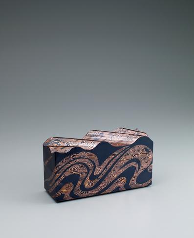 金銀銅杢目金切嵌飾箱「荒磯」
