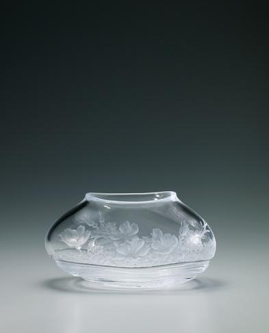 写真:グラヴィール花器「潮騒に咲く」
