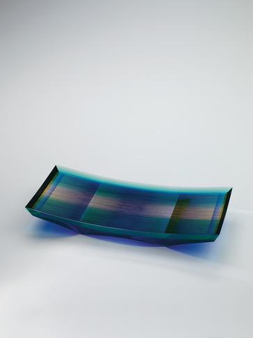 """写真:Rectangular glass dish with kirikane decoration. """"Flow and spread"""""""