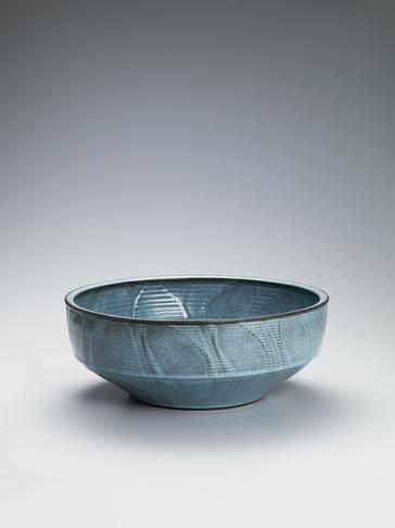 青瓷彫文深鉢