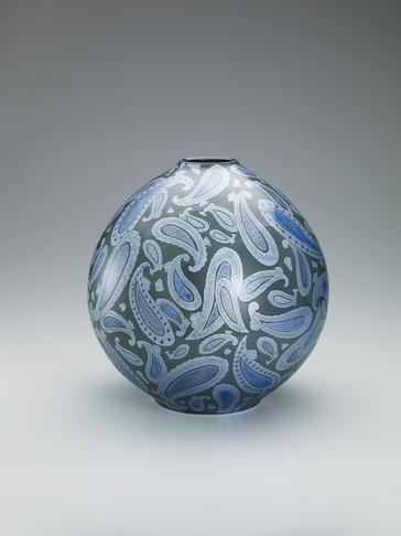 墨地紫苑釉裏銀彩壺