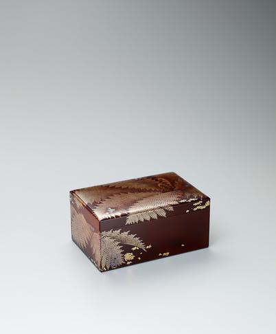 写真:蒔絵歯朶図潤塗箱