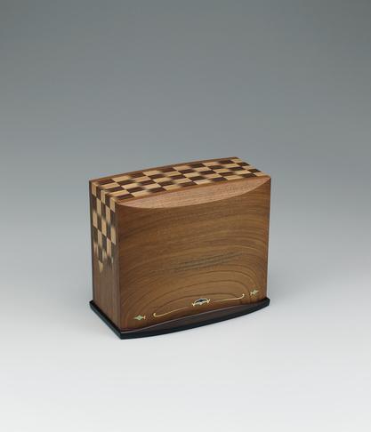 写真:Box with design of colored cloud with blue and green stones in inlay.