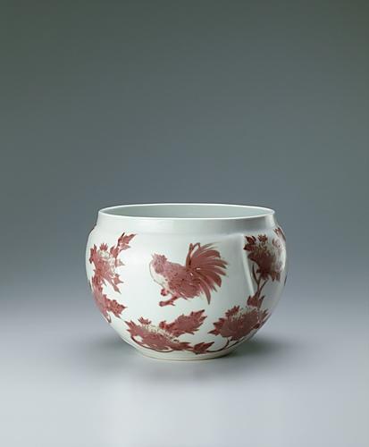 写真:釉裏紅鶏牡丹文壺