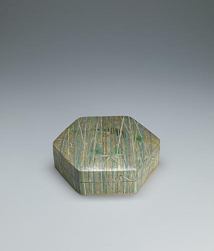 写真:金銀彩六角陶筥「竹林」