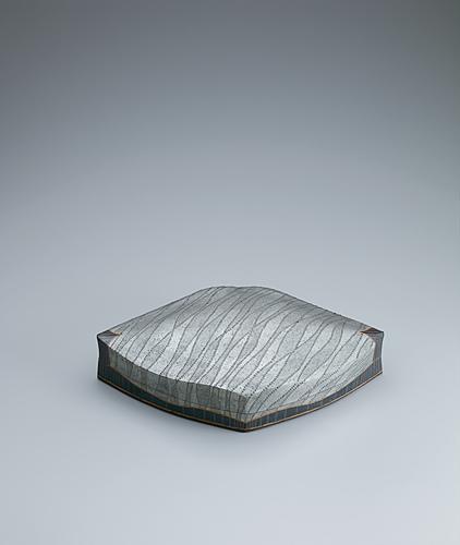 写真:黒釉銀彩陶筥