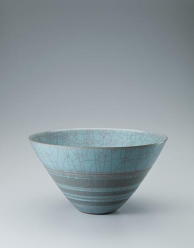 写真:青瓷裂変輪刻彫鉢