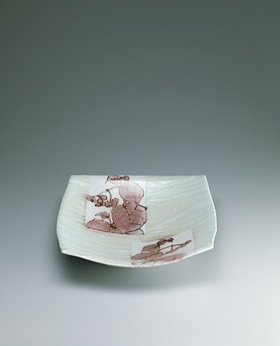 鉄絵銅彩秋海棠文角鉢