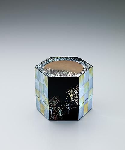 """写真:Small box with design in mother-of-pearl inlay. """"Musashino"""""""