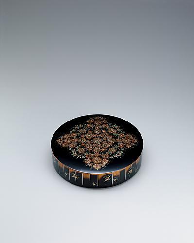 写真:蒔絵螺鈿丸箱「華」