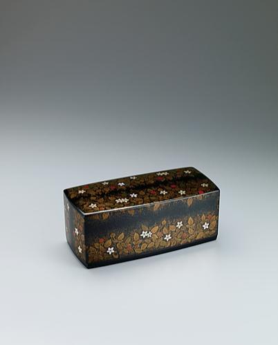 写真:蒔絵箱「草いちご」