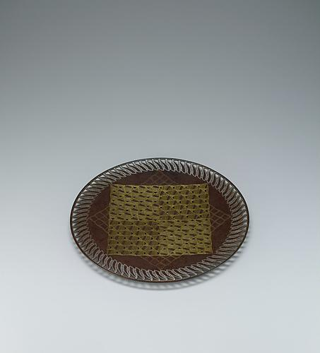 写真:波文象嵌鉄皿