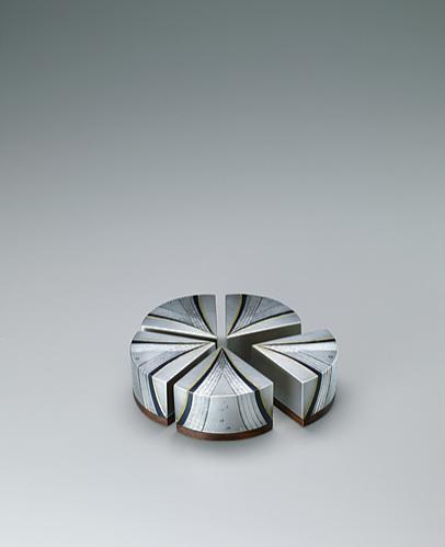 写真:かさね小箱「銀・流昇花」
