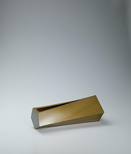 写真:黄銅花器「蒼穹」
