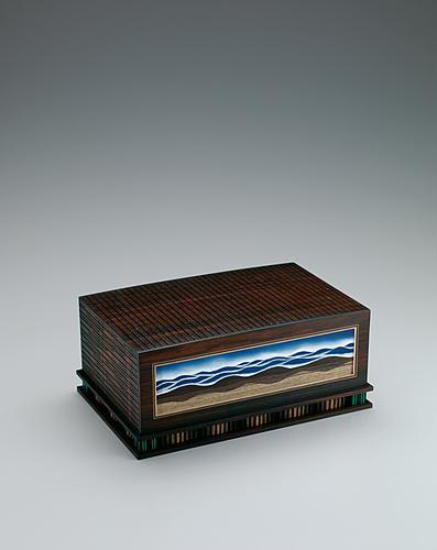 撥鏤荘木彩箱
